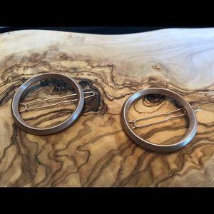 Jen Atkin x Chloe and Isabel small circle clips